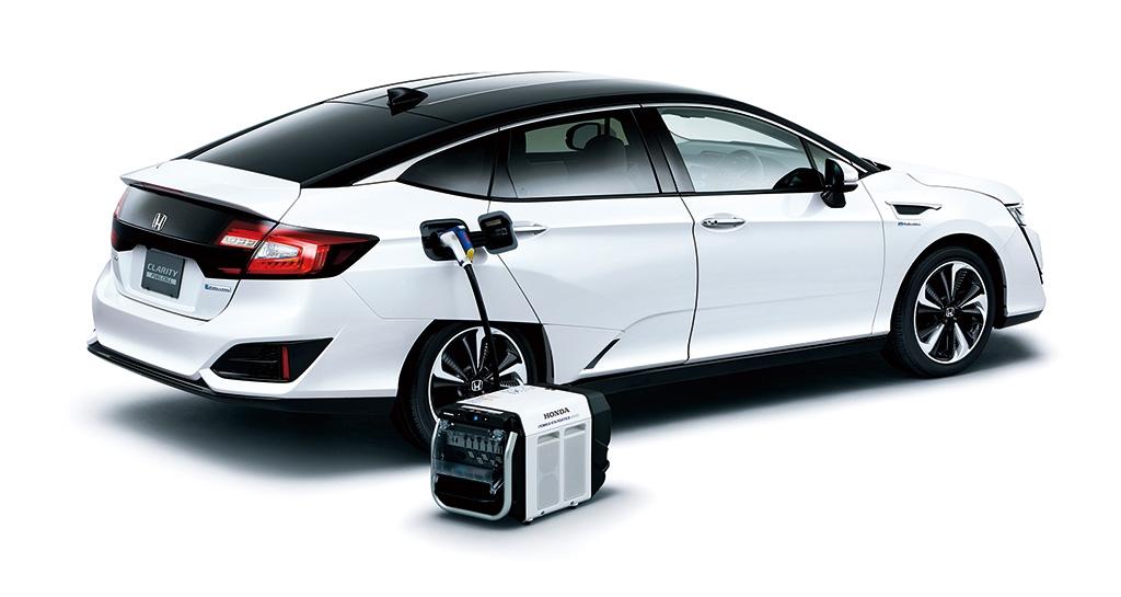 燃料電池自動車の電気出力口につなげて電気を取り出す「Power Exporter 9000」。